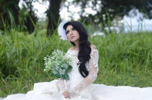 dekolt z tyłu sukienki
